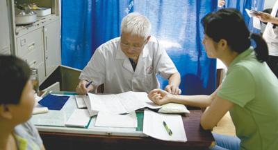必赢彩票是正规网站吗:办中医诊所:审批变备案_只需申请和发证两个环节