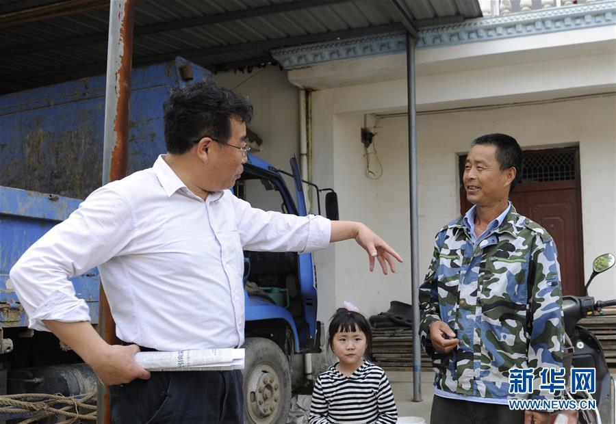 (图文互动)(1)第一书记李传玺的驻村生活