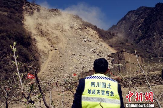 四川汶川龙溪乡预警山体滑坡415人撤离无人伤亡