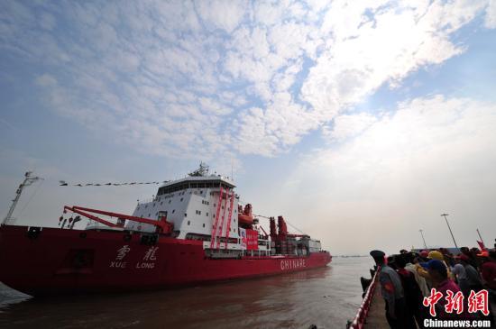 """中国第34次南极考察队乘""""雪龙""""号凯旋返抵上海"""