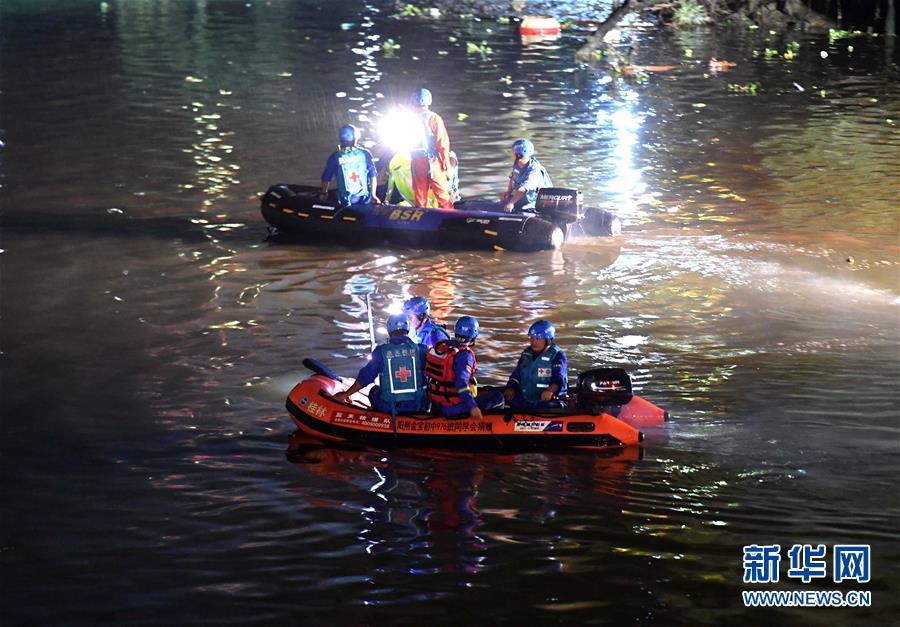 (突发事件)(1)广西桂林桃花江龙舟翻船已致11人死亡6人失联