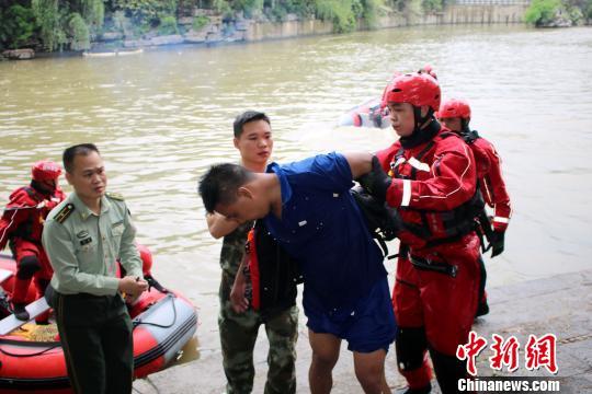桂林龙舟翻船:事发时参与划龙舟人员未穿救生衣齐天大圣之通臂猿猴