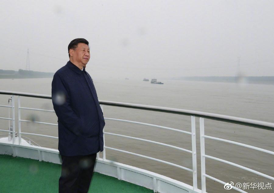 习近平乘船考察长江杭州市民中心游泳馆