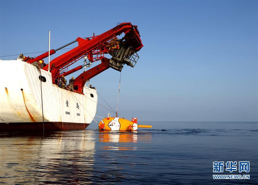 """(潜龙探南海·图文互动)(3)""""潜龙三号""""海试通过现场验收 开始试验性应用第一潜"""