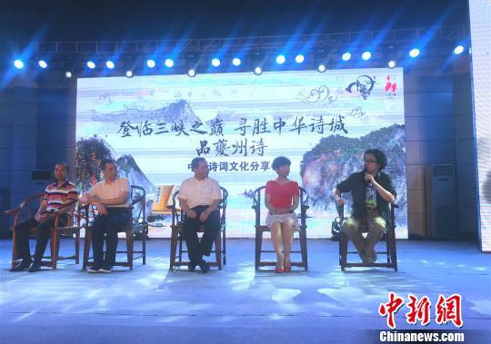 """《中国诗词大会》导演组:""""我们的节目没有任何脚本"""""""