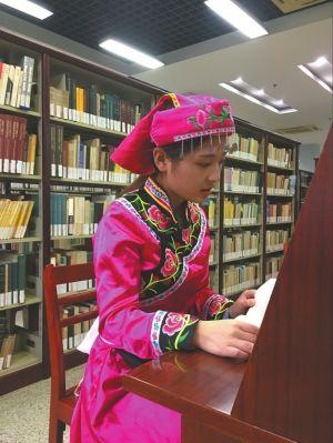 """废墟下喂同学喝水的""""小英雄""""已长大 正在上海读书"""