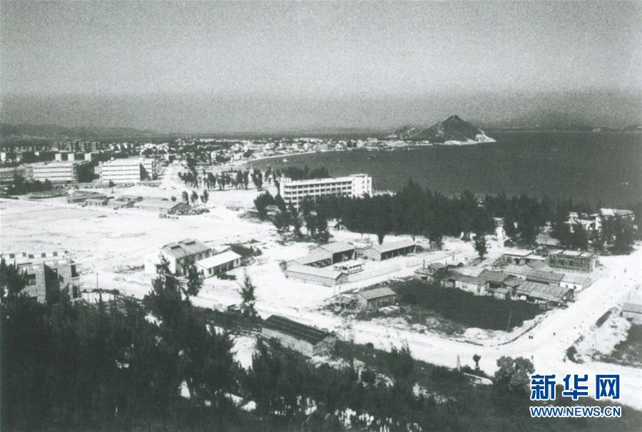 20世纪80年代的深圳蛇口工业区(资料照片)。新华社发(深圳博物馆图)