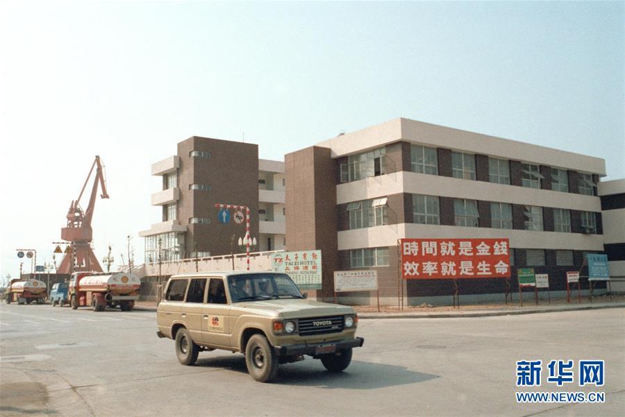 深圳蛇口工业区一座办公大厦(资料照片)。新华社记者徐佑珠摄