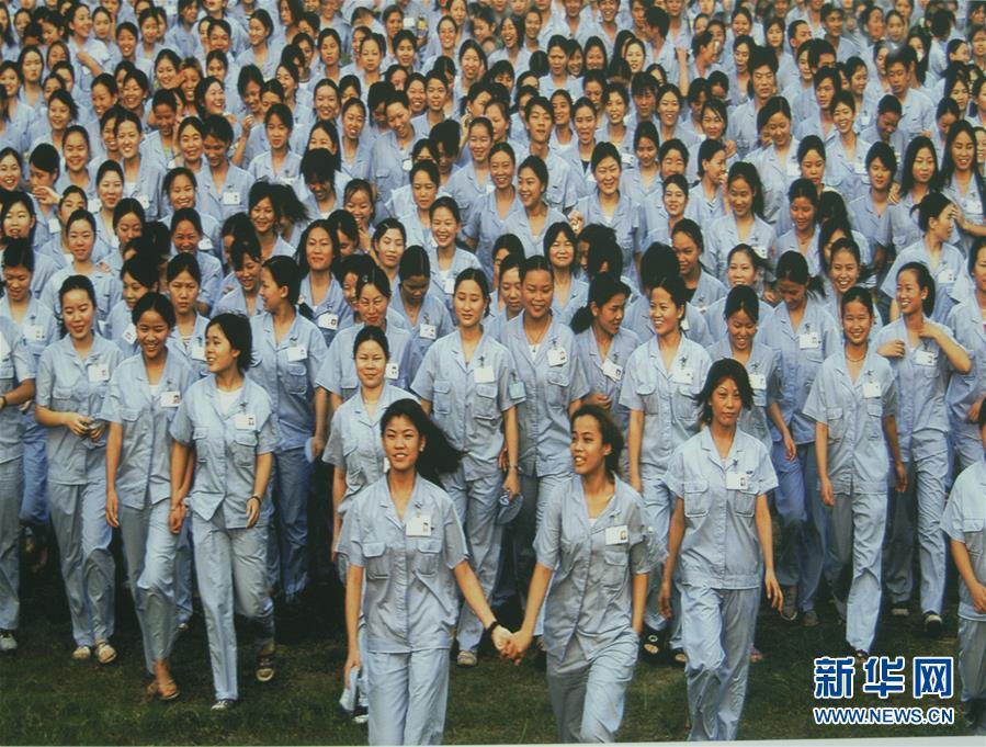 深圳蛇口工业区的女工(资料照片)。新华社发(深圳博物馆图)