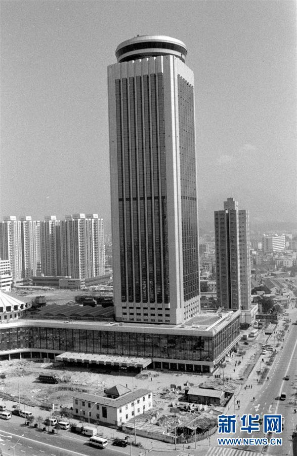 这是1985年底竣工的深圳国贸大厦(资料照片)。新华社记者段文华摄