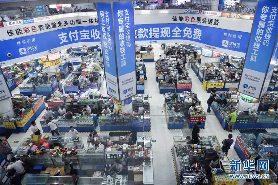 这是2019-10-18拍摄的深圳华强北赛格电子市场。新华社记者毛思倩摄