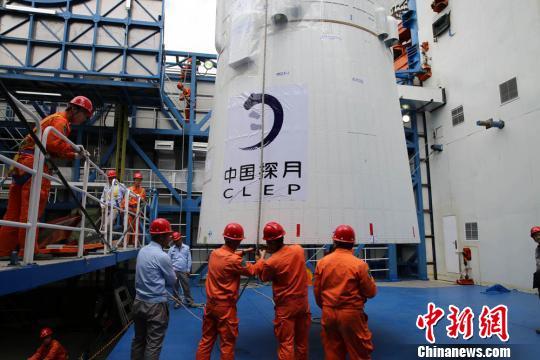 """嫦娥四号""""鹊桥""""中继星成功发射 将搭建地月信息联通之桥"""