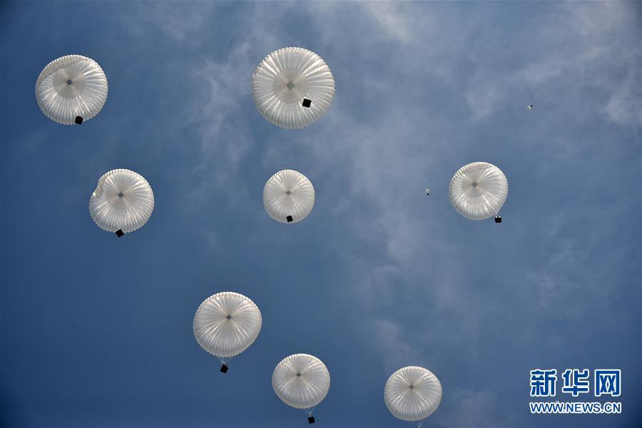 空军空降兵组织首次空降机步营全要素空降作战演练
