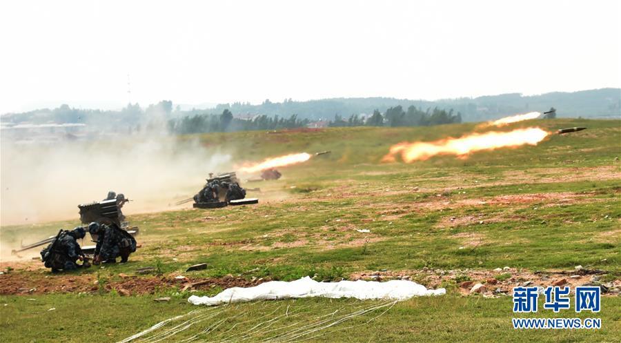 (图文互动)(4)空军空降兵组织首次空降机步营全要素空降作战演练