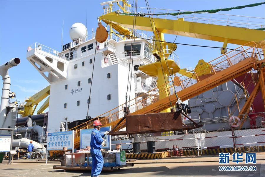 """(图文互动)(4)我国自主研发的疏浚重器""""天鲲号""""首次试航成功"""