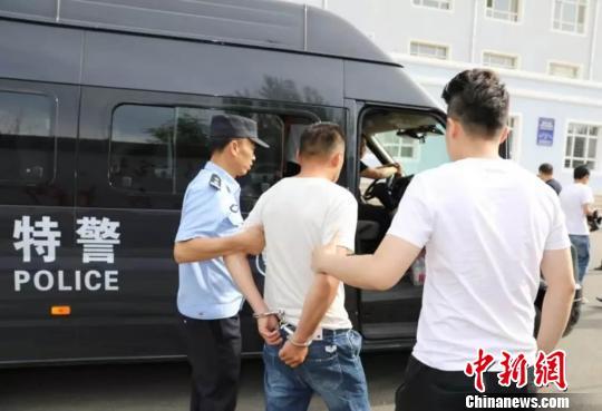 内蒙古民警19小时规劝5名逃犯自首 涉案