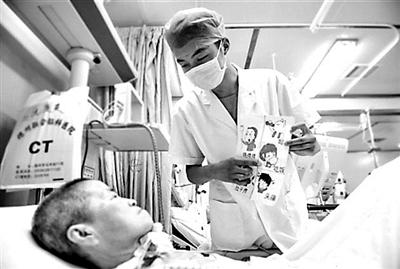 时时彩十大信誉的平台:90后男护士为ICU病人绘漫画卡_引发网友点赞