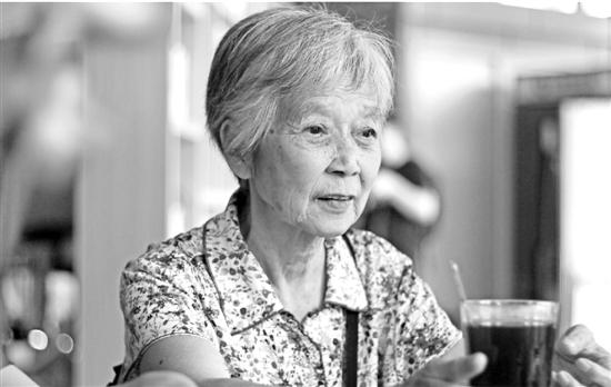 今晚上三D开奖结果:77岁退休教师默默资助一残疾孩子15年