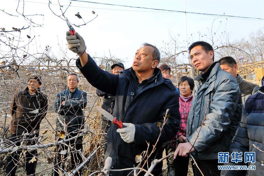 (新华全媒头条·图文互动)(7)挺起新时代的精神脊梁——写在中国共产党成立97周年之际