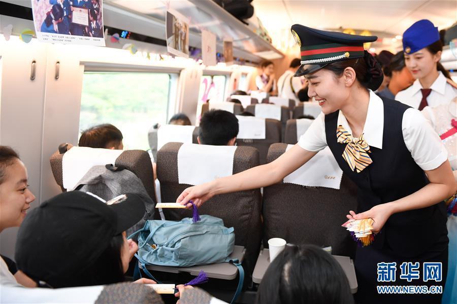 """(社會)(1)杭州""""西子號"""" 熱情服務旅客30載"""
