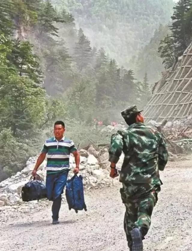 中国军人:负重前行只为你能岁月静好