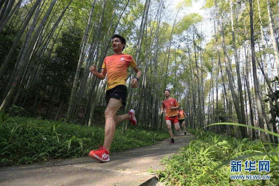 #(社會)(1)跑步山林間