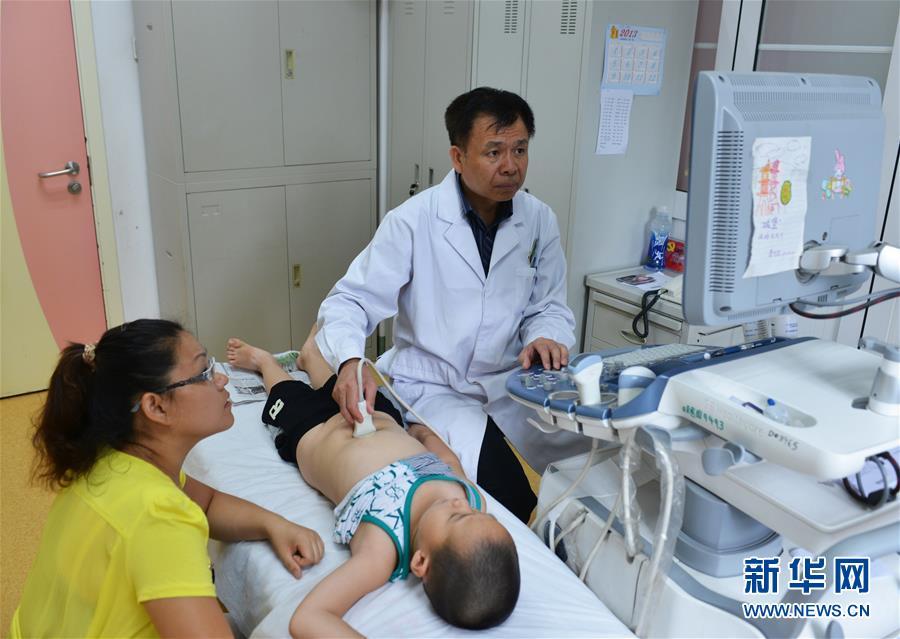 """(新华全媒头条·图文互动)(4)以生命的名义——献给首个""""中国医师节"""""""