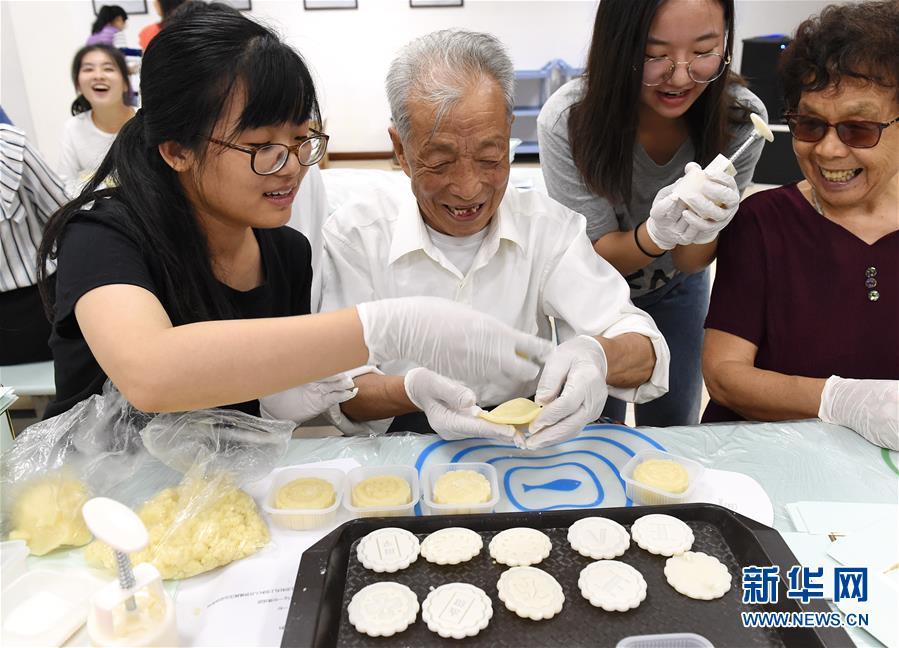 (社會)(2)南京:愛心人士與南京大屠殺幸存者共迎中秋