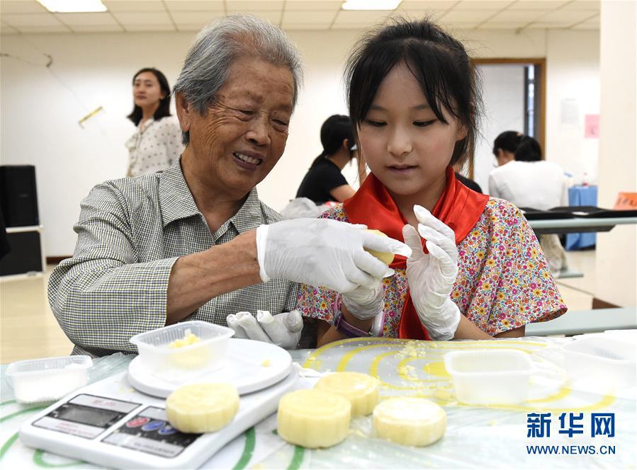 (社會)(3)南京:愛心人士與南京大屠殺幸存者共迎中秋