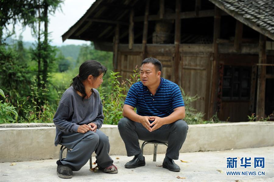 (在习近平新时代中国特色社会主义思想指引下——新时代新作为新篇章·图文互动)(4)三年村干部 一世农村情——记贵州石阡农村扶贫干部