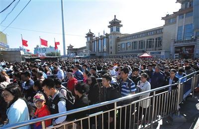 国庆假期最后一天迎返程高峰 58万人将乘火车抵