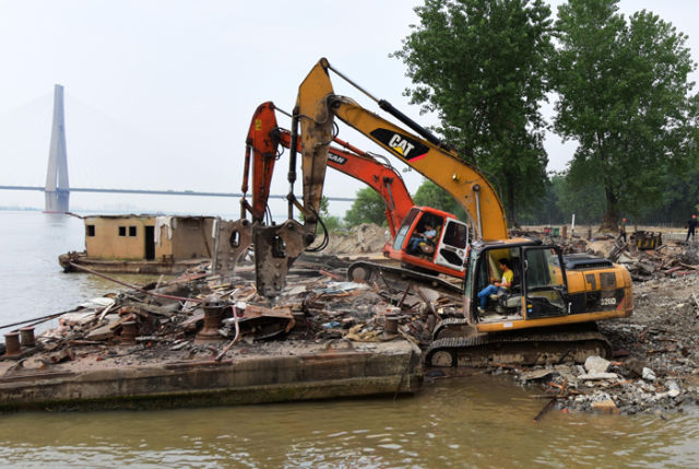 长江干线3年拆除1254座非法码头