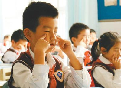 中国预估近视中小学生超1亿