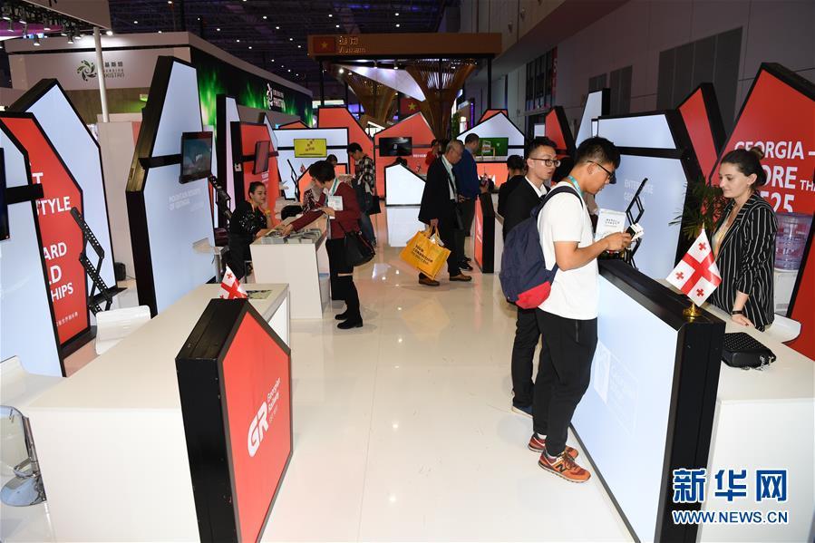 (新华全媒头条·聚焦进口博览会·图文互动)(8)汇聚世界经济前行的浩荡潮流——从首届中国国际进口博览会看全球合作发展新趋势