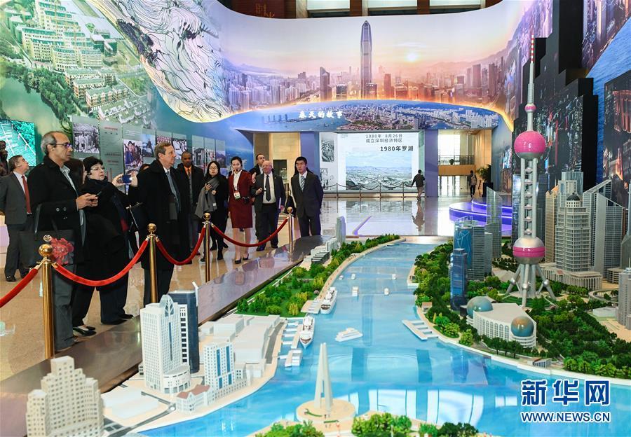 """(文化)(1)""""伟大的变革——庆祝改革开放40周年大型展览"""" 迎来外宾专场"""