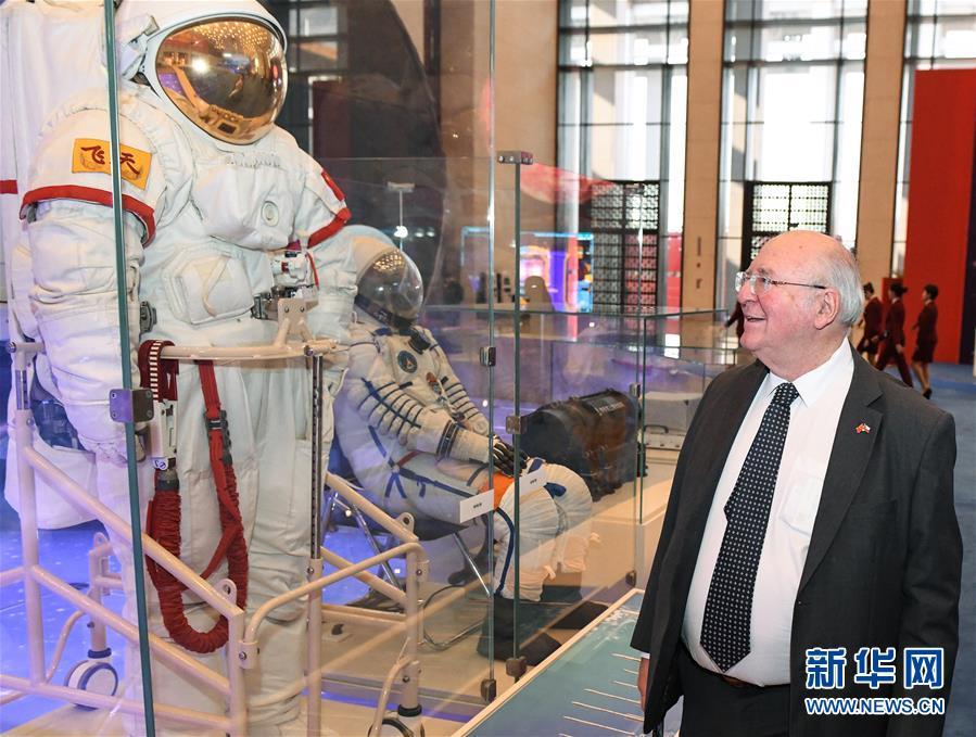 """(文化)(2)""""伟大的变革——庆祝改革开放40周年大型展览"""" 迎来外宾专场"""