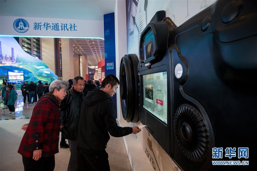 (圖文互動)(4)筆墨書崢嶸 光影繪壯美——慶祝改革開放40周年大型展覽新華社展項掃描