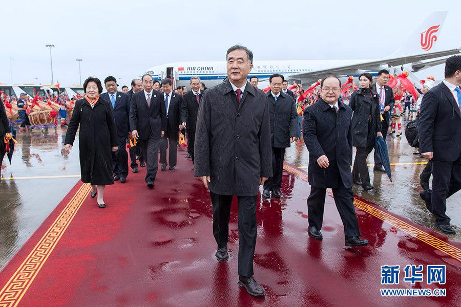 汪洋率中央代表团飞抵南宁 出席广西壮族自治区成立60周年庆祝活