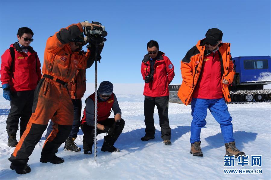 """(""""雪龍""""探南極·圖文互動)中國科考隊在南極冰蓋發現藍冰機場選址區"""