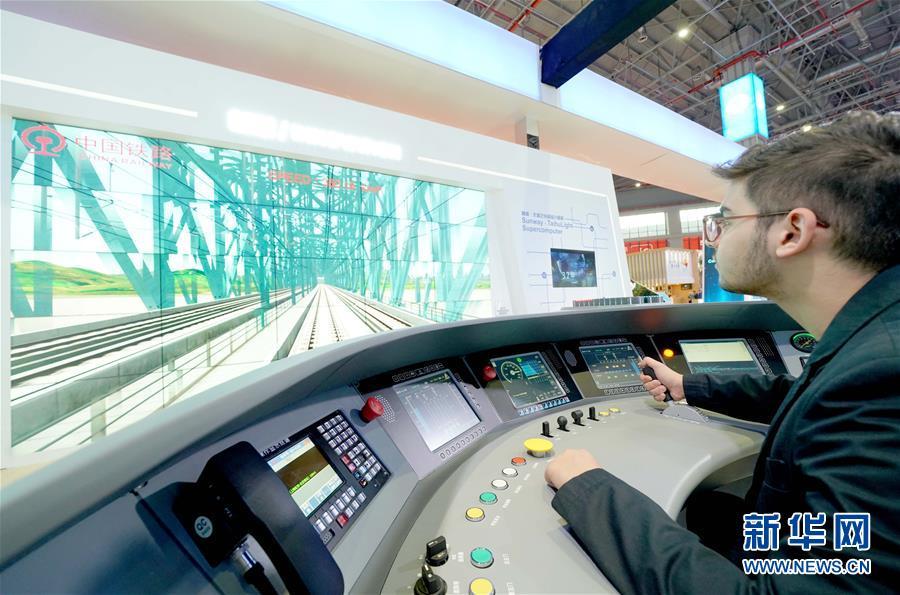 (新华全媒头条·图文互动)(1)新华社评论员:向着更加壮阔的航程——致敬改革开放40周年
