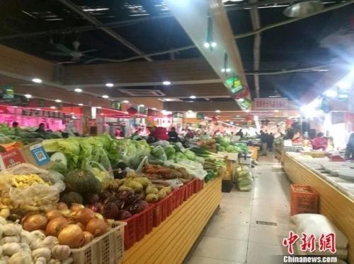 資料圖:圖為北京一家菜市場內景。 謝藝觀 攝