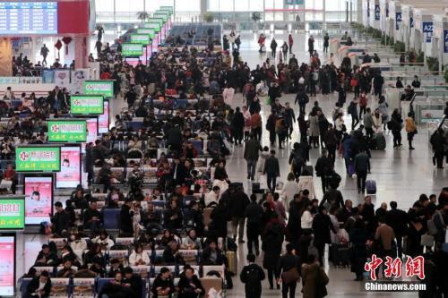 12月25日,西安北車站內人頭攢動。<a target='_blank' href='http://big5.news.cn/gate/big5/www.chinanews.com/'><p  align=