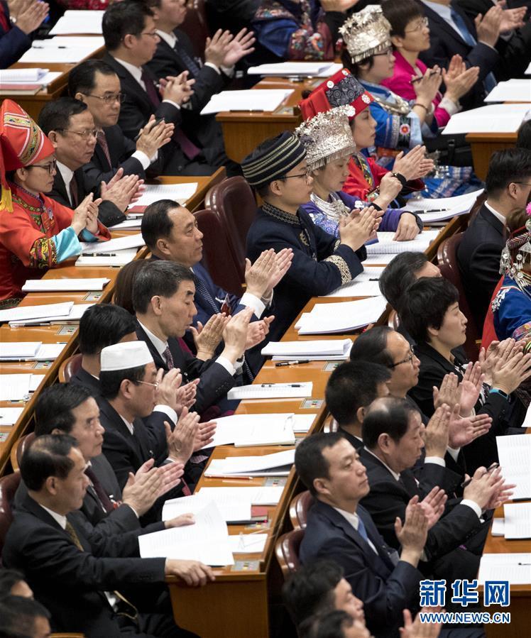 (两会·人大开幕·XHDW)(5)十三届全国人大一次会议在京开幕