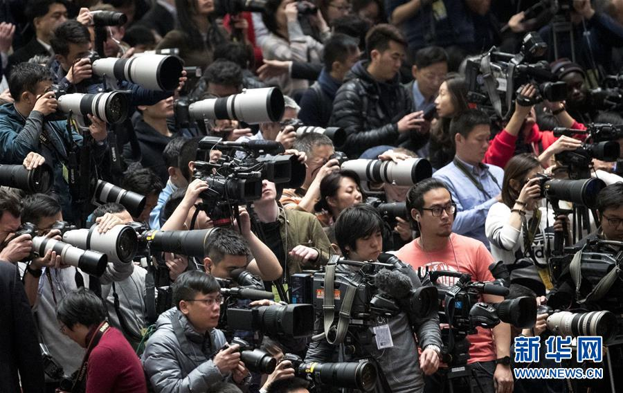 (两会·人大开幕·XHDW)(6)十三届全国人大一次会议在京开幕