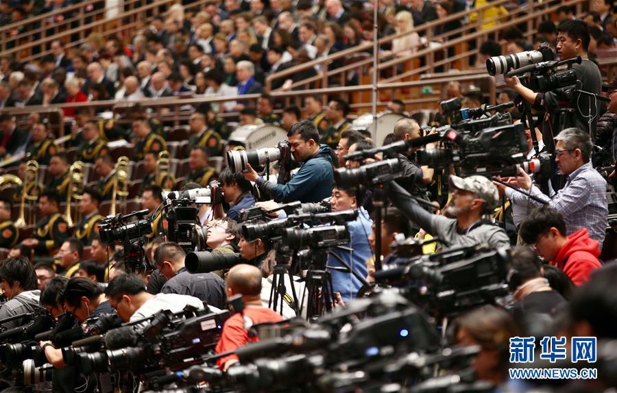 (两会·人大开幕·XHDW)(12)十三届全国人大一次会议在京开幕