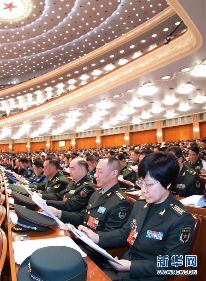 (两会·人大开幕·XHDW)(13)十三届全国人大一次会议在京开幕