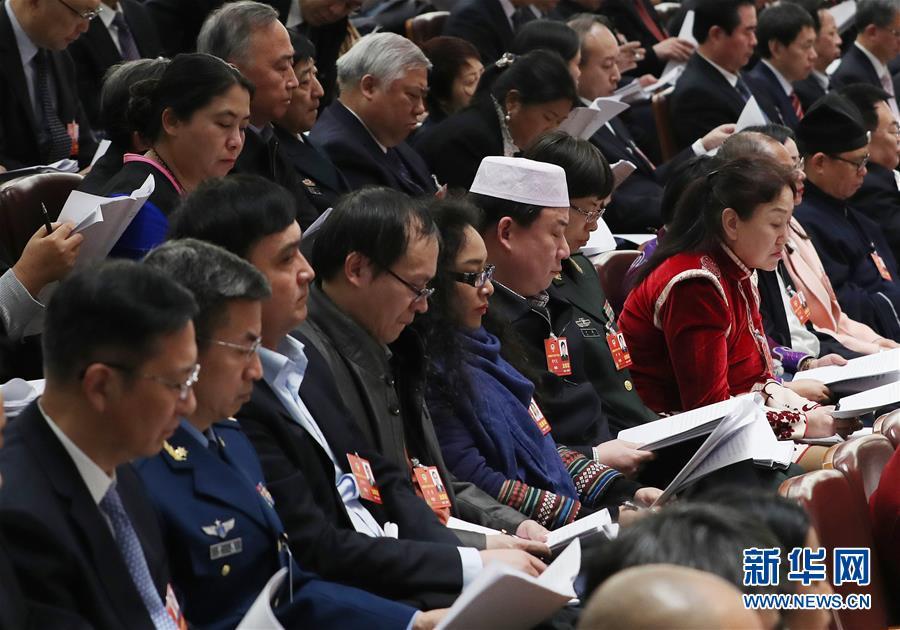 (两会·人大开幕·XHDW)(17)十三届全国人大一次会议在京开幕
