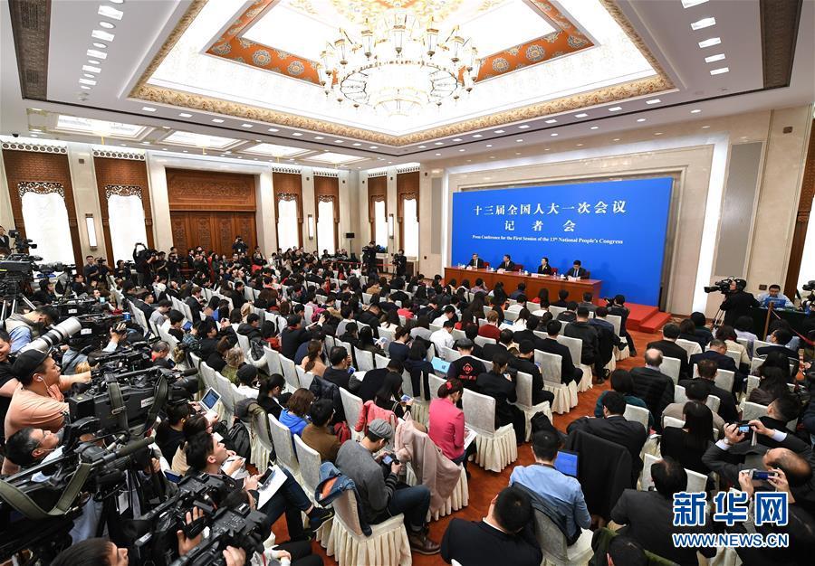 (两会)(4)十三届全国人大一次会议秘书处法案组有关负责人回应宪法修正案热点问题