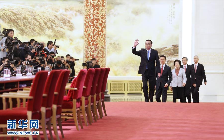 (两会)(5)国务院总理李克强等与中外记者见面