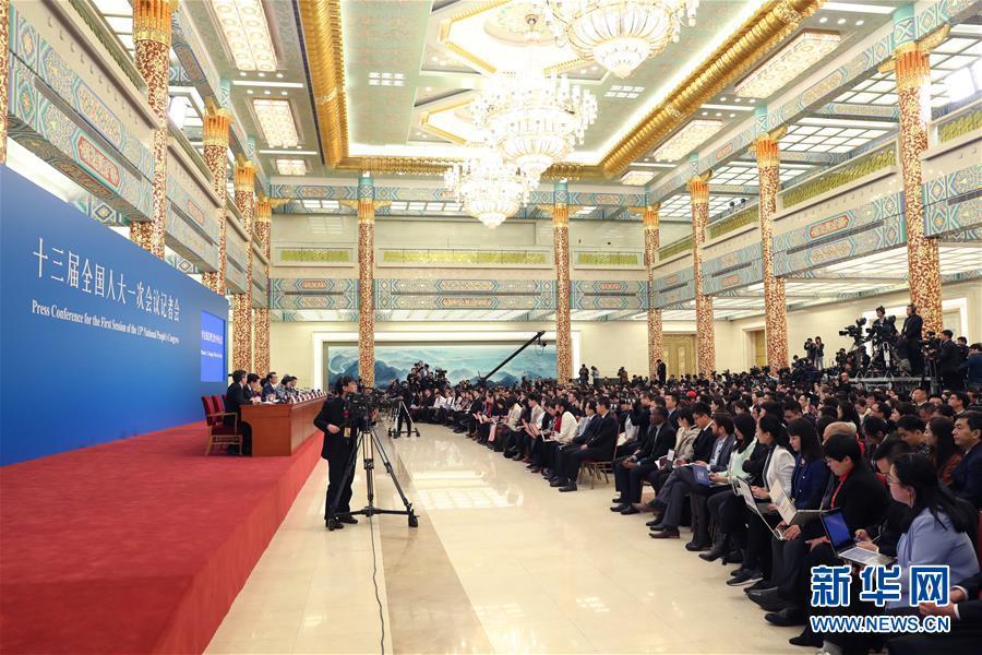 (两会)(6)国务院总理李克强等与中外记者见面